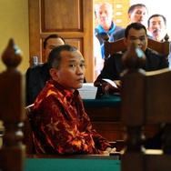 """Penulis Buku """"Jokowi Undercover"""" Divonis Tiga Tahun Penjara"""