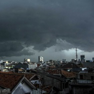 BNPB: Jakarta Hujan Es Sebab Kondensasi Awan Kumulonimbus