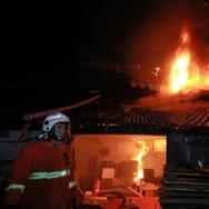 Kebakaran Tunda Keberangkatan Kereta Api Tawangjaya