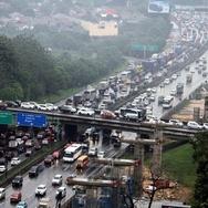 Arus Balik Pemudik Mulai Padati Tol Jakarta-Cikampek