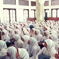 Indonesia Ternyata Negara yang Menganggap Agama Itu Penting
