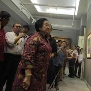 Megawati Mengaku Ingat Masa Kecil Saat Lihat Pameran Lukisan