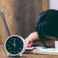 Bagaimana Melunasi Utang Tidur akibat Bergadang?