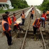 Banjir Cirebon Hari Ini Sebabkan 33 Kereta Api Alami Keterlambatan