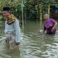 Banjir Cirebon: Jalur Kereta Lumpuh dan Ribuan Rumah Terendam
