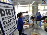 Aturan Hukum Plastik Berbayar Masih Dievaluasi