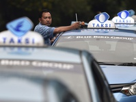 Duet Blue Bird- GoCarVersus Express- Uber, Siapa Unggul?