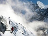 Kampanye Bersih-Bersih Gunung Everest Kumpulkan 100 Ton Sampah
