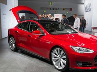 Lebihi Rekor, Tesla Jual 25.000 Unit Mobil Kuartal Pertama
