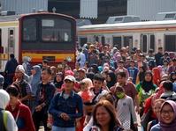 Libur Lebaran, Penumpang Commuter Line Meningkat