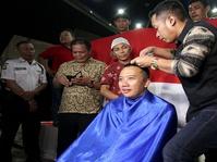 Menpora Penuhi Nazar Potong Rambut