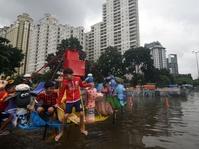 Anies Melayat Jenazah Korban Banjir di Cepete Utara