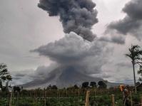Tingkat Erupsi Tinggi, Gunung Sinabung Masih Awas