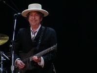 Bob Dylan Terima Hadiah Nobel di Acara Kecil dan Sederhana