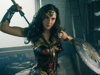 Kesuksesan Wonder Woman Taklukkan Batman dan Superman