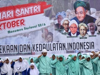 GP Ansor Cirebon Bagikan 444 Sarung di Hari Santri Nasional