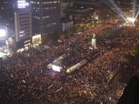 Puluhan Ribu Massa Rayakan Pemakzulan Presiden Park