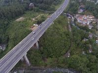 Pengendara di Jembatan Cisomang Beralih ke Kereta Api