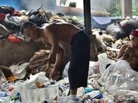 Alat Pelahap Sampah dari Kali Pesanggrahan