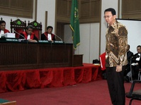 Majelis Hakim Tegur Saksi Polisi di Sidang Ahok