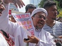 Bawa Bukti Tesis, Rizieq Shihab Penuhi Panggilan Polda Jabar