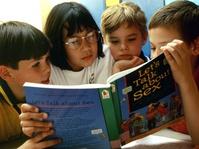 Menyiasati Pendidikan Seks untuk Anak