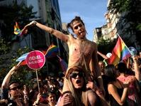 Perempuan Turki Gelar Aksi Protes Kebebasan Berpakaian