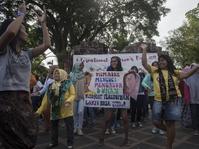 Cara Indonesia Memperlakukan Perempuan