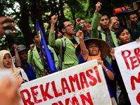 Luhut Sebut Nelayan Teluk Jakarta akan Diberi Pulau Khusus