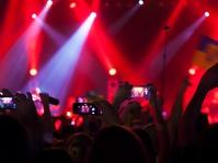 Betapa Menyebalkannya Pengguna Ponsel Dalam Konser