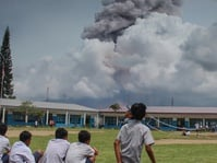 Gunung Sinabung Kembali Erupsi Sejak Jumat Dini Hari