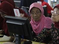 Perempuan Lansia Rentan Kena Diskriminasi Ganda