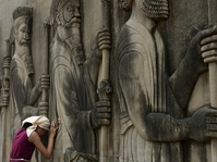 Jejak Agama Tertua: Zoroastrianisme