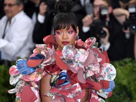 Rei Kawakubo, Gaun 3D Rihanna, dan Gemerlap Met Gala