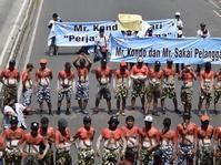 Massa Demo Buruh Mulai Berjalan ke Balai Kota dan Istana