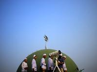 Meneropong Hilal Dari Masjid Al-Musyari'in