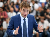 Robert Pattinson Dipuji di Cannes Berkat Film Good Time