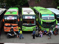 Pemudik Mulai Padati Terminal Bus Kampung Rambutan