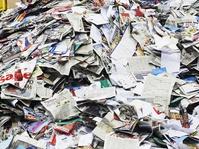 Sampah Koran Berserakan Usai Salat Idul Fitri di Palembang