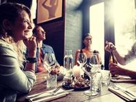 Penggunaan Ponsel di Meja Makan Bisa Mengurangi Kenikmatan