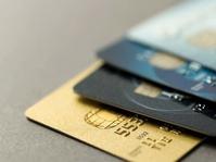 Membandingkan Transaksi Tunai, Debit, dan Kredit