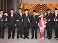 Dewan Komisioner OJK Resmi Dilantik Mahkamah Agung