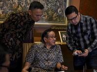Akbar Tanjung Desak Golkar Gelar Munaslub untuk Mengganti Novanto