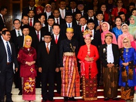 Jokowi Kenakan Pakaian Adat Bugis