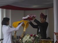 Jokowi Berpakaian Adat Kalsel Pimpin Upacara HUT RI ke-72