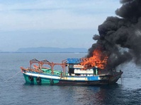 Setelah Indonesia, Malaysia Membakar Kapal Pencuri Ikan
