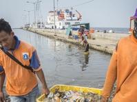Kepungan Sampah di Laut Jakarta yang Menanti Anies-Sandi