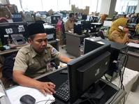 Harap-harap Cemas Menanti Kebijakan Gaji PNS dari Jokowi