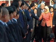 Di Balik Terpilihnya Presiden Singapura Perempuan & Melayu