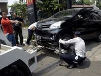 Dishub DKI Menderek Mobil yang Parkir Sembarangan
